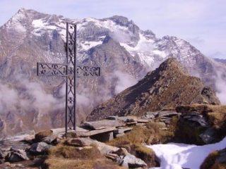 il turlo  dal passo della croce in secondo piano il gruppo lera-sulè