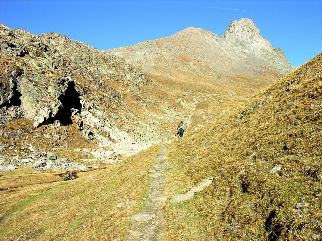 salendo lungo i pendii erbosi che portano al Col Longet (14-10-2007)