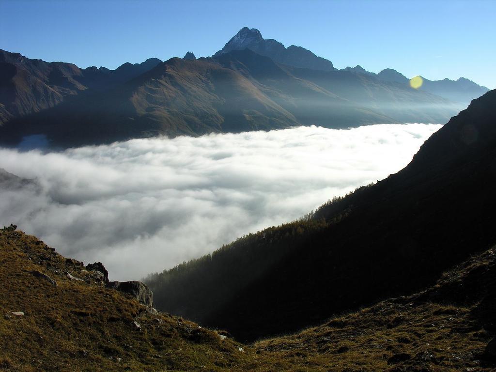 il mare di nuvole e il Monviso dal Lago Blu (14-10-2007)
