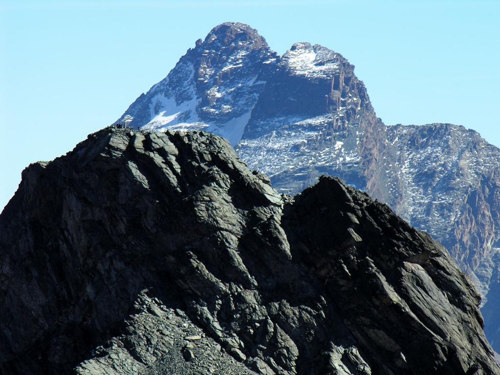 panorami dalla cima : Roc della Niera (in primo piano) e Monviso (14-10-2007)