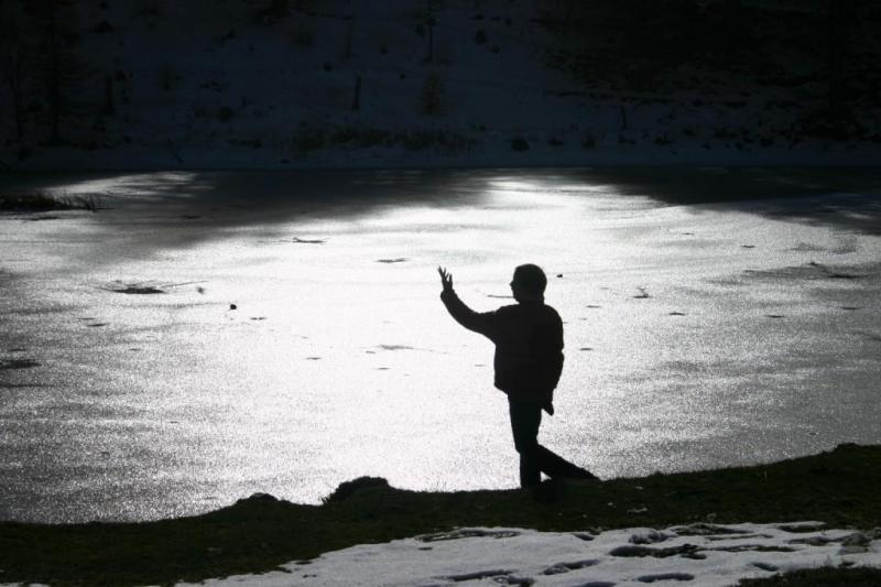 lago laune quasi tutto ghiacciato