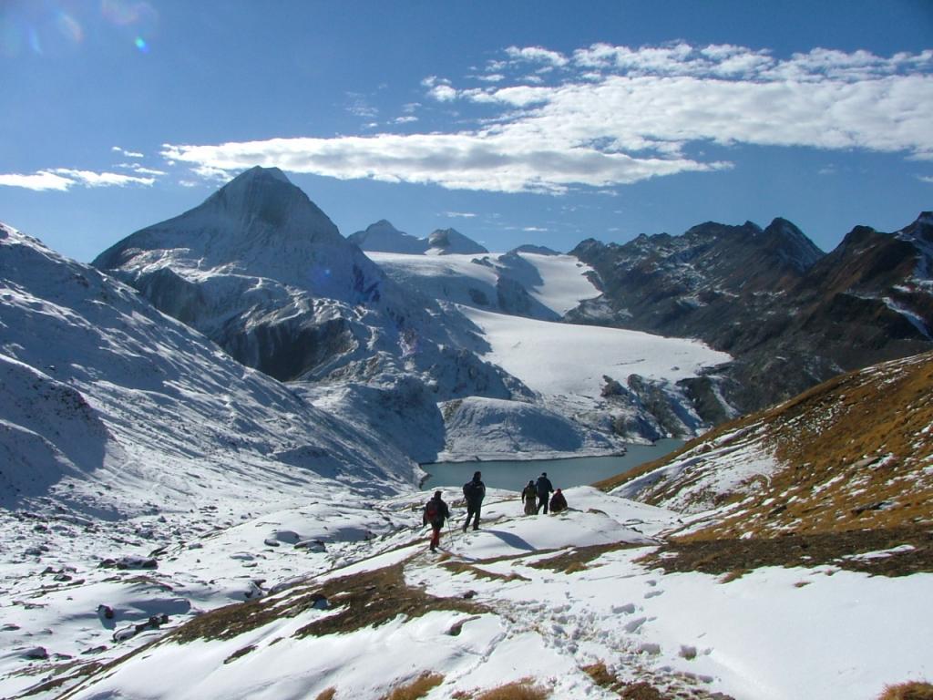 spettacolare panorama verso il ghiacciaio gliesgletscher e il blinnenhorn