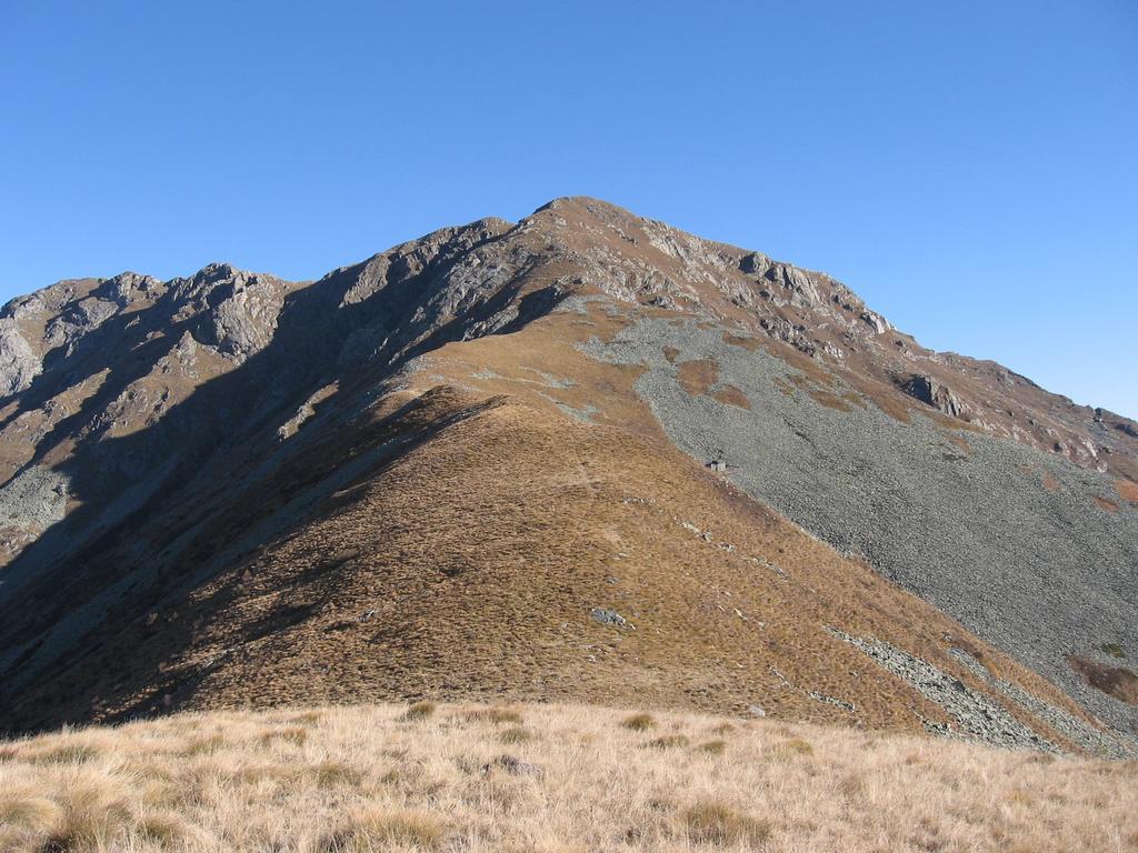 Dal Monte Betogne, il Monte Gregorio e la cresta fino alla Punta del Pianello