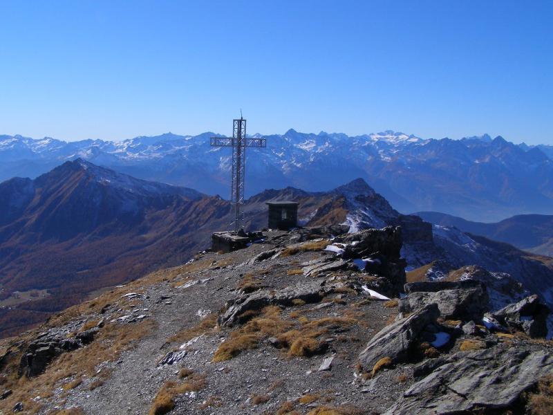 Veduta dalla cima verso la Valle d'Aosta