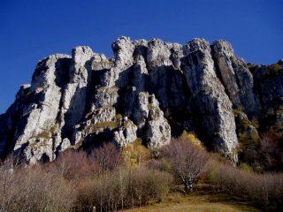 Bastionata rocciosa sovrastante il passo del Fò
