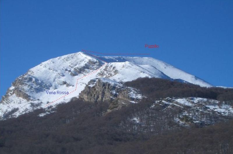 Il canale Vena Rossa visto dalla Val Leona