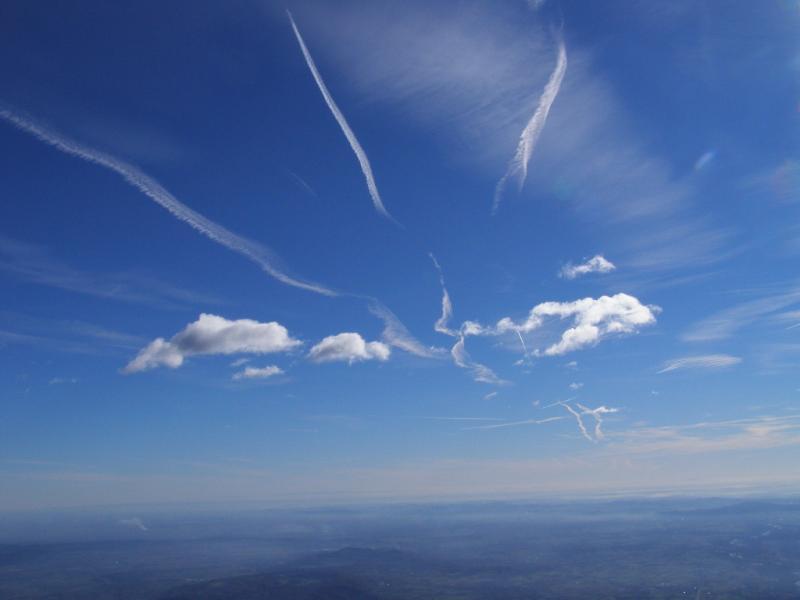 Forme nel cielo, spazzato dal vento