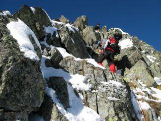 Davide e Alessandro lungo la cresta Nord-Est, tra l'anticima e la vetta (11-11-2007)
