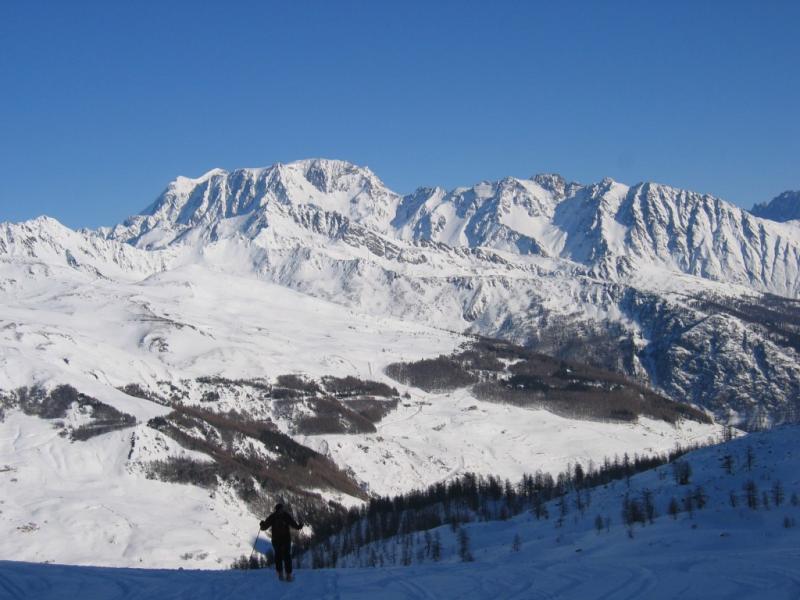 Uno sguardo verso Grand Combin e Mont Velan