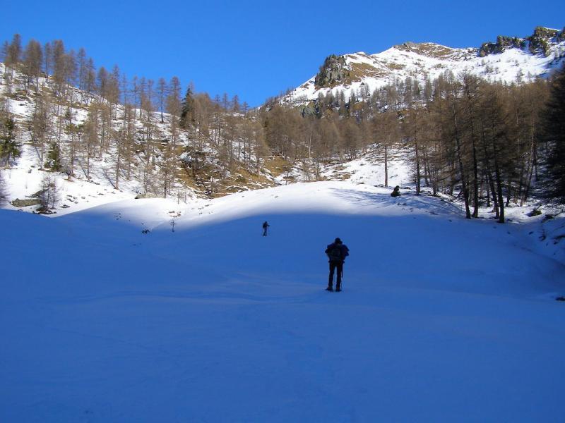 Lasciato il sentiero per i Laghi Frudiera, saliamo il vallone di destra