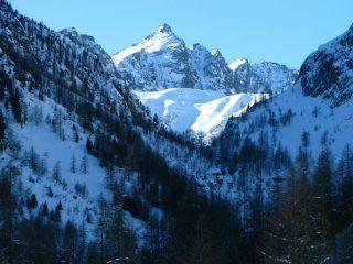 Rocca Rossa e Monte Tenibres osservati dal Pian della Regina (29-12-2007)