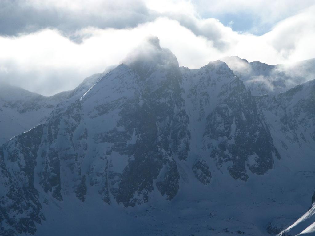 panorami dalla cima : la Rocca Rossa tra le nuvole (30-12-2007)