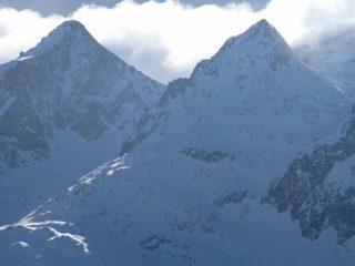 panorami dalla cima : Becco Alto di Ischiator (a sinistra) e Becco Alto del Piz (a destra) (30-12-2007)
