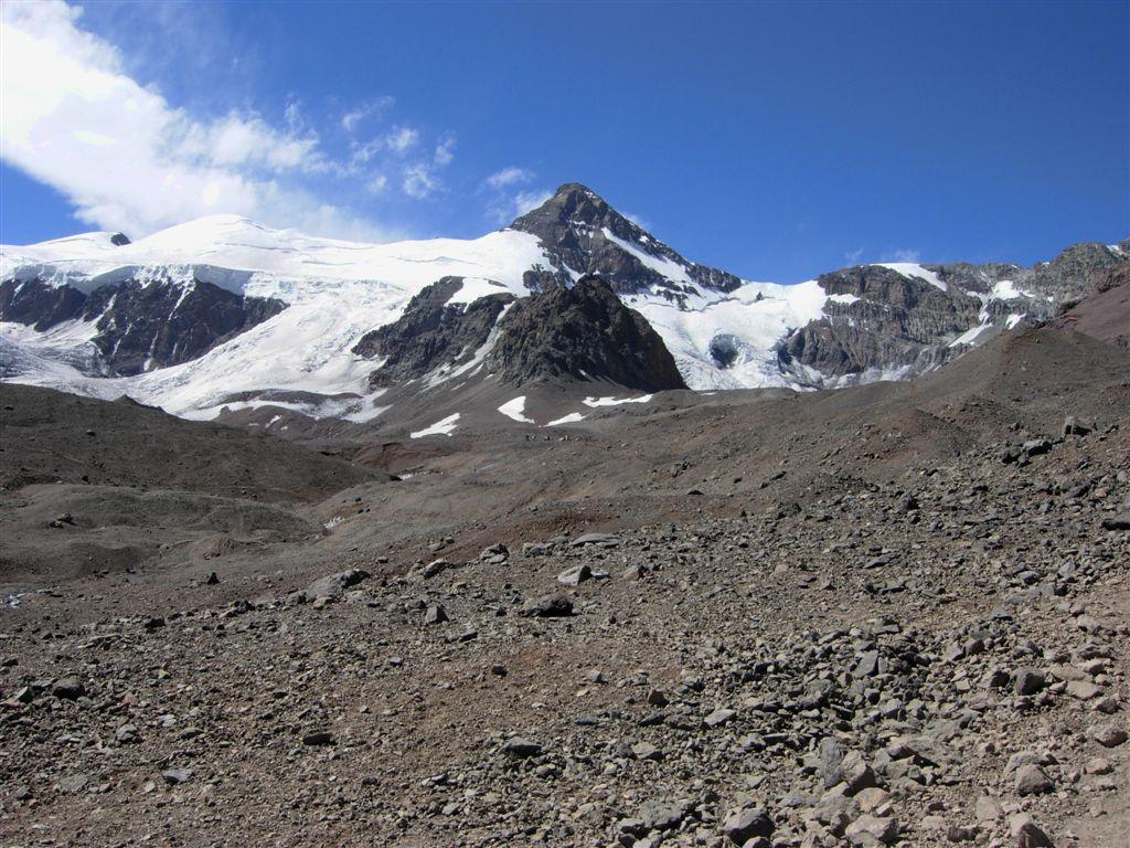 arrivando al campo base Plaza de Mulas, sullo sfondo il Cerro Cuerno m.5462