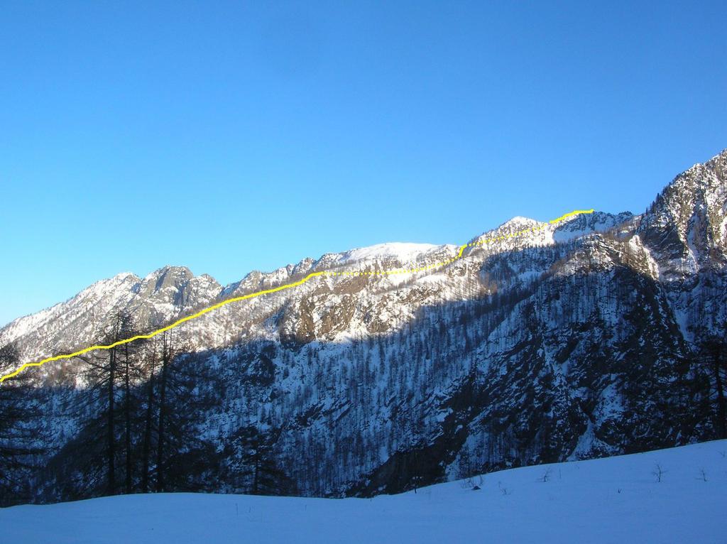 Il tratto di itinerario al Mont Pussuy a monte del Santuario di Retempio.