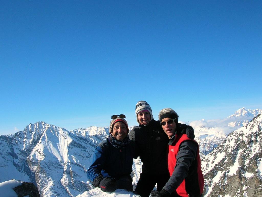 Al colle, in lontananza il Monte Bianco