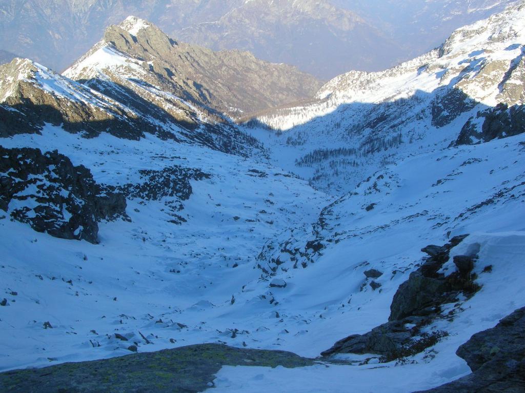I pendii sottostanti il Col Vailet (2565m) ed il pianoro dell' Alpe la Moja.