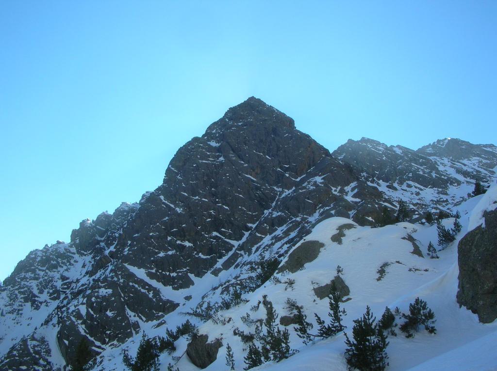 Il versante nord del Bec l' Espic fotografato dal percorso di discesa.
