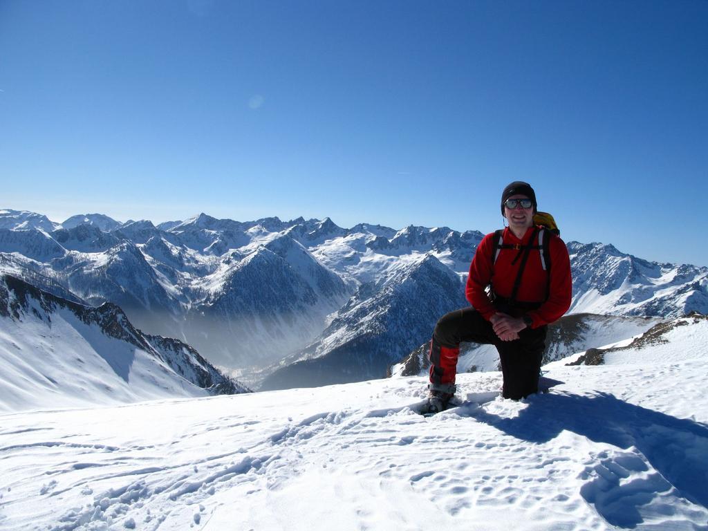 sulla cresta Nord-Est con le Alpi Marittime sullo sfondo (17-2-2008)