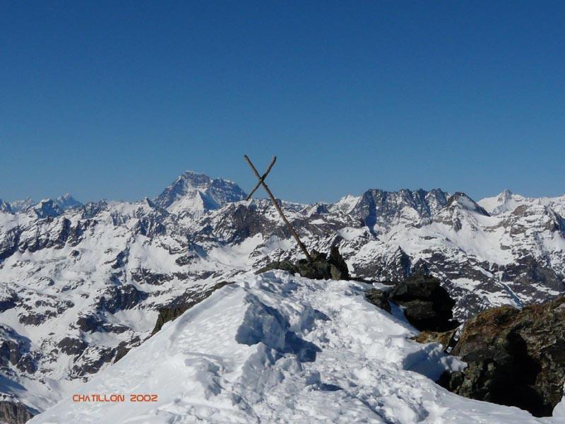 Croce in vetta inclinata dal vento