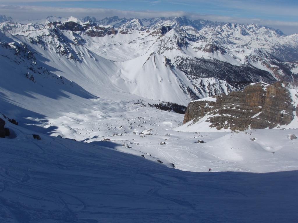 Il vallone di salita. A sinistra il Colle 2750m del Pic W de Cote Belle (consigliatissimo) e al centro l'Arpellin