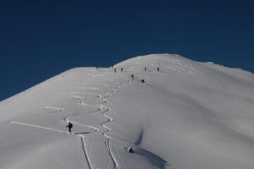 Prima parte di discesa   I   La première partie de la descente   I   The first part of the descent   I   Erster Teil der Abfahrt   I   Primer tramo de bajada