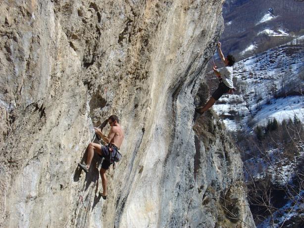 scalatori di livello sui tiri + difficili della falesia