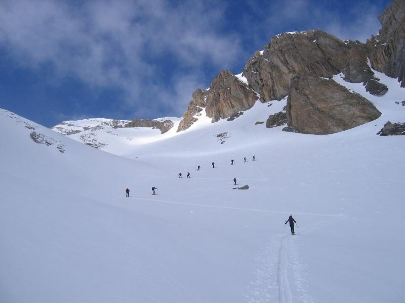 Salendo verso la cima (in alto a sinistra)
