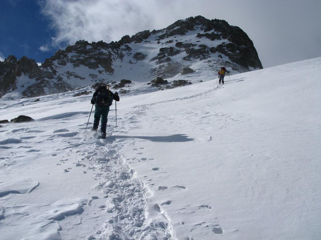 nella parte alta del Vallone, con la Punta di Schiantalà m. 2932 che domina la scena..! (16-3-2008)