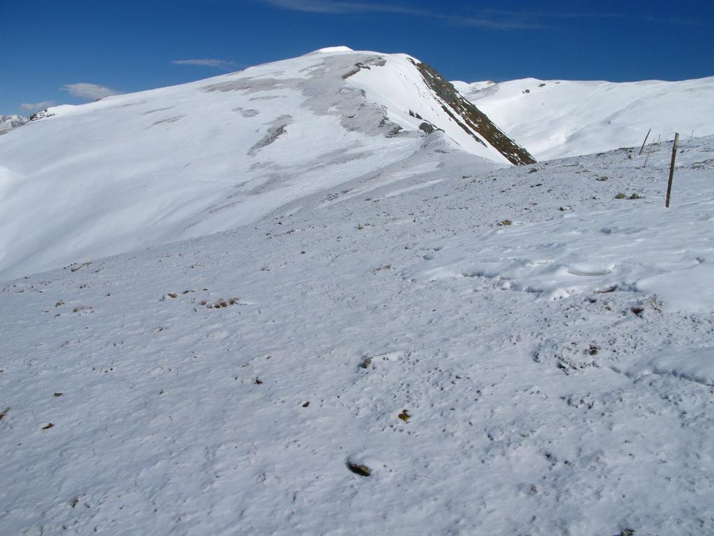 salendo lungo il facile crinale nevoso verso il Monte Pelvo (25-3-2008)