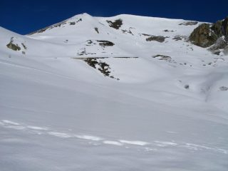 la prima delle due cime che vogliamo salire, il Monte Pelvo m. 2555, osservata dal Rifugio Trofarello (25-3-2008)