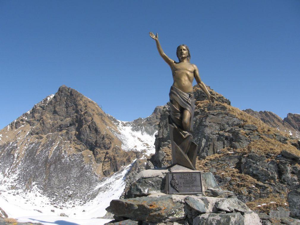 Il Cristo delle Vette della Val Soana, posto suulla spalla sud della Punta di Belvedere o Punta della Marmotta