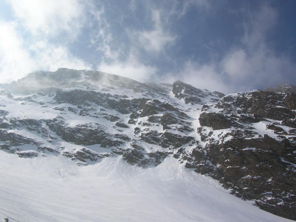 La fascia rocciosa alla base della parete nord