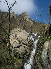 il rio di Vallescura e il primo risalto del crestone