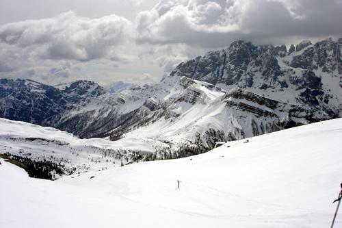 la vista verso il passo valles da circa metà del percorso