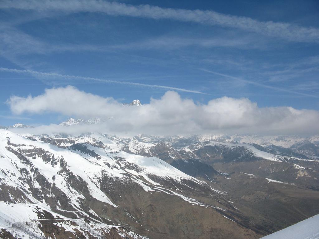Monviso prima del brutto tempo e neve in val di Oncino