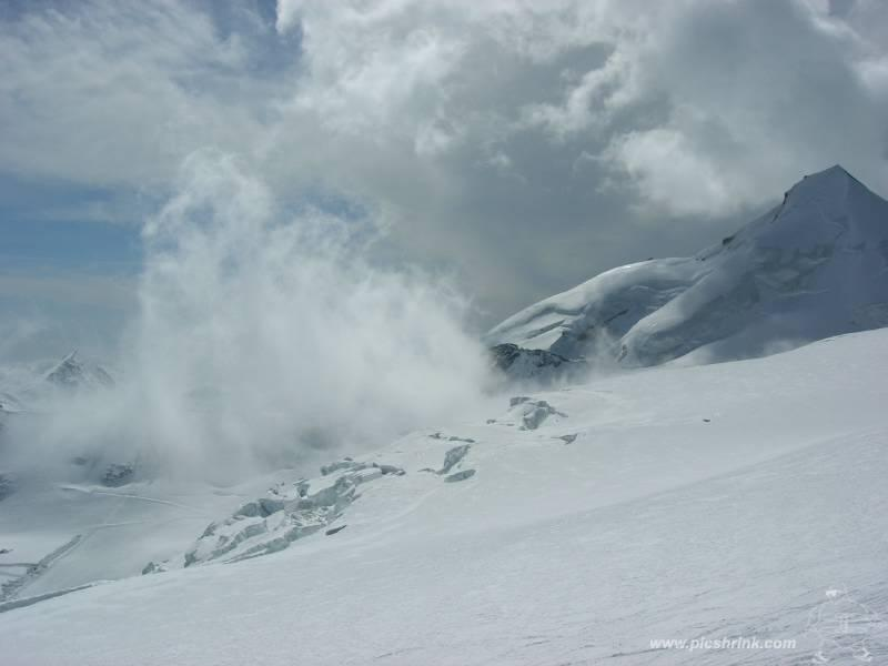 nuvolaglie e giochi di luce verso l'Allalinhorn