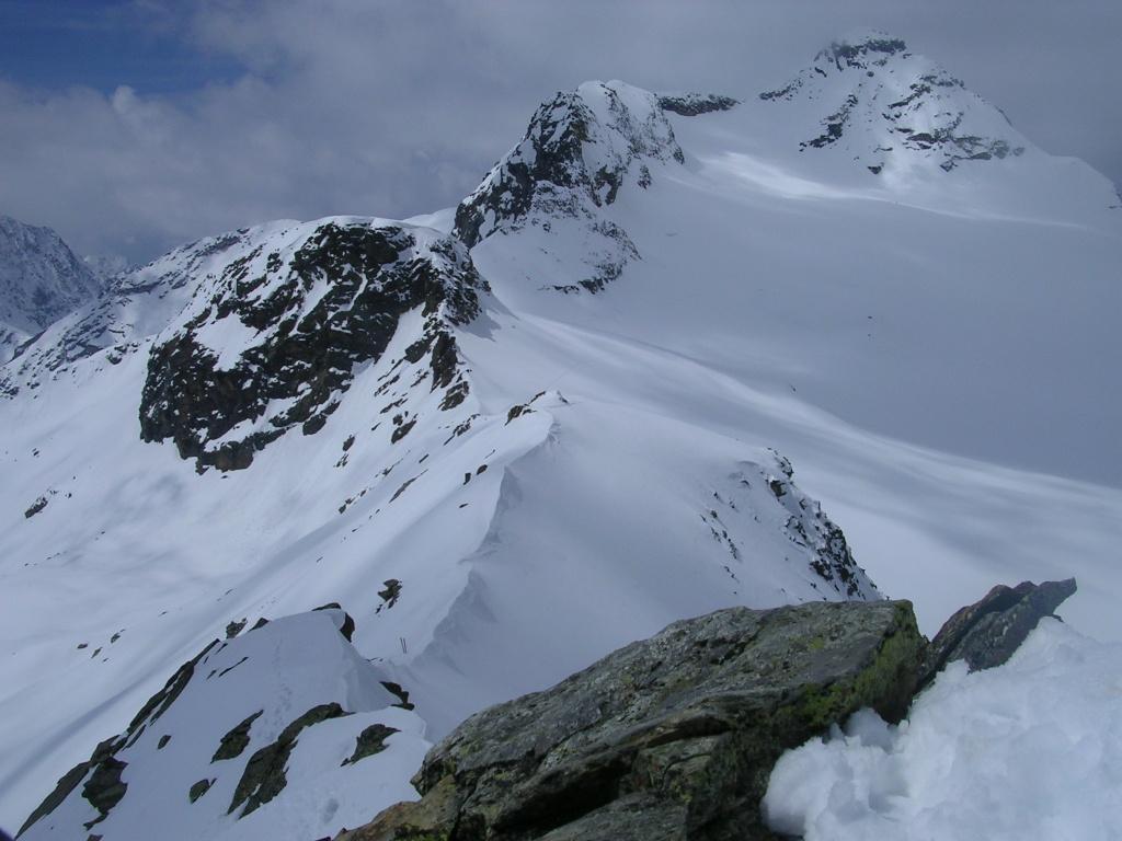 la cresta ovest del Canciano e sullo sfondo lo Scalino