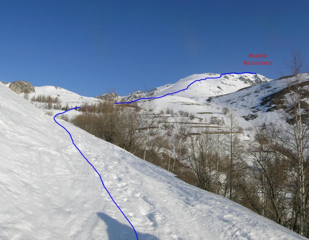 Itinerario Monte Antoroto, visto dalla strada prima della