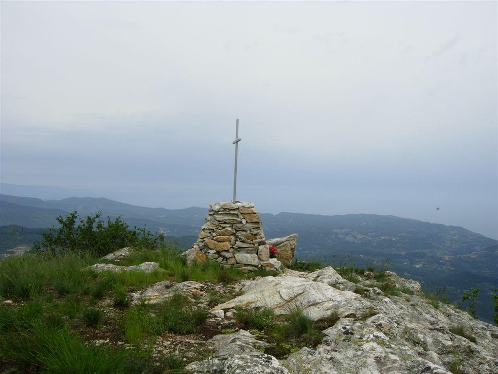 la cima del Bric Aguzzo