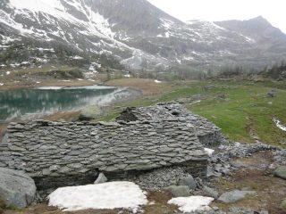 alpe dres e lago sullo sfondo a dx la corbassera
