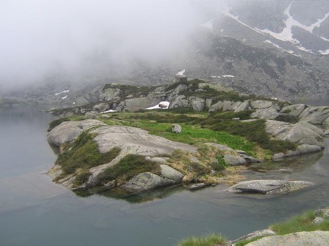 L`isolotto del lago Lazin