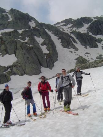 il gruppo con alle spalle uno dei bei canali di discesa