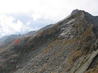 Vista dalla Punta Manda Ovest, l'ultimo breve tratto del tracciato che giunge alla cresta sud di Punta Perra