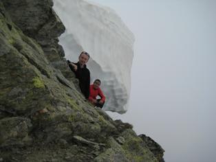 l'enorme fungo di neve sulla cima