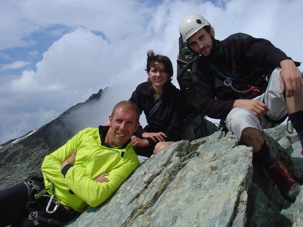 foto di gruppo in cima a punta udine