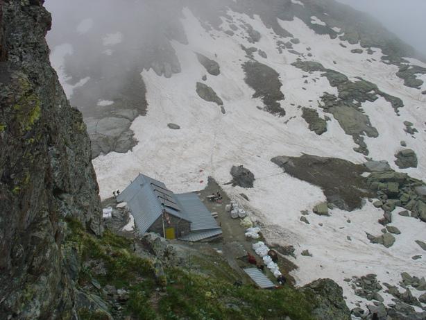 rifugio giacoletti visto dall'attacco della cresta
