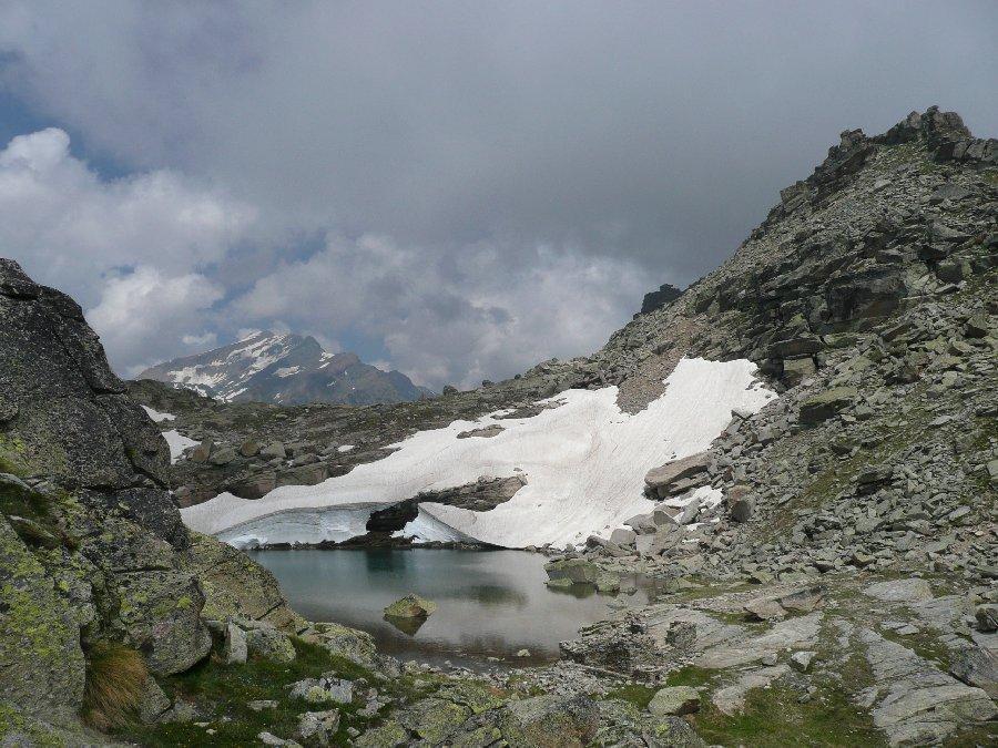 Laghetto tra le roccie del Nivolet, Taou Blanc sullo sfondo.