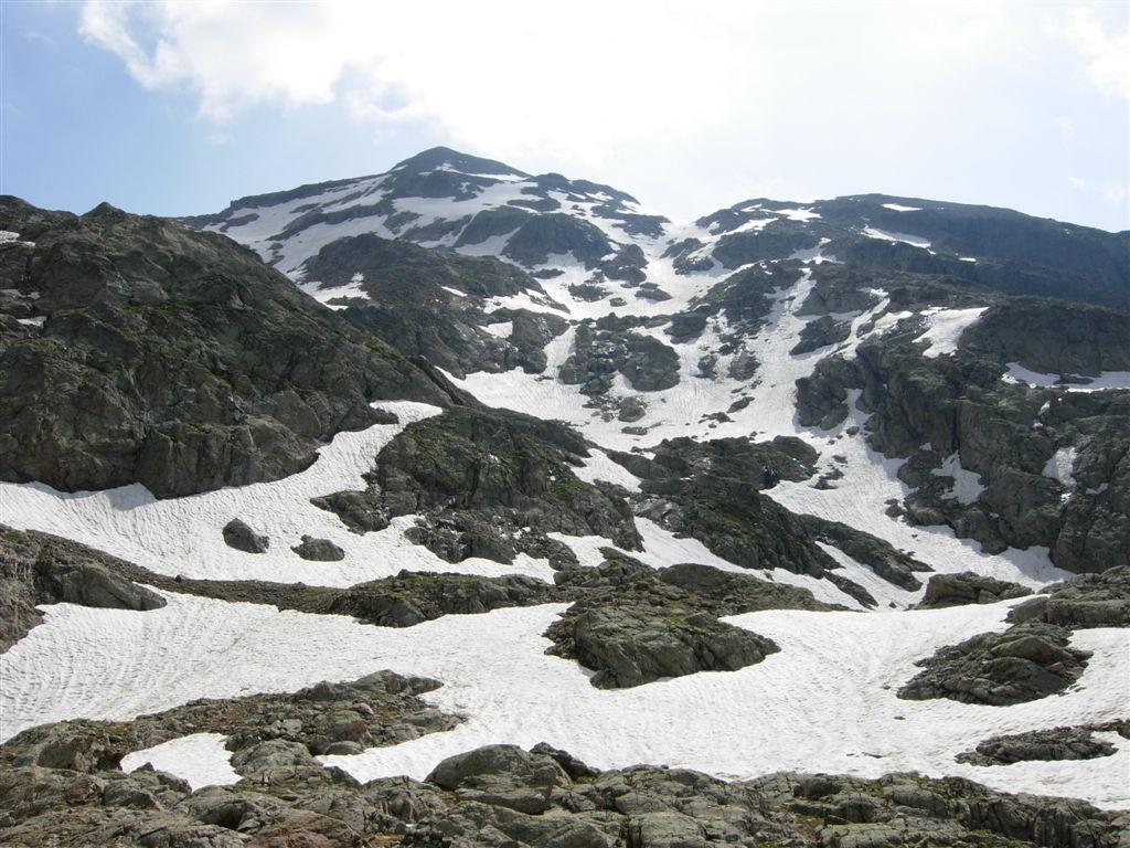 Il versante di salita visto dai laghetti