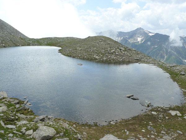Il lago appeso nella sua conca